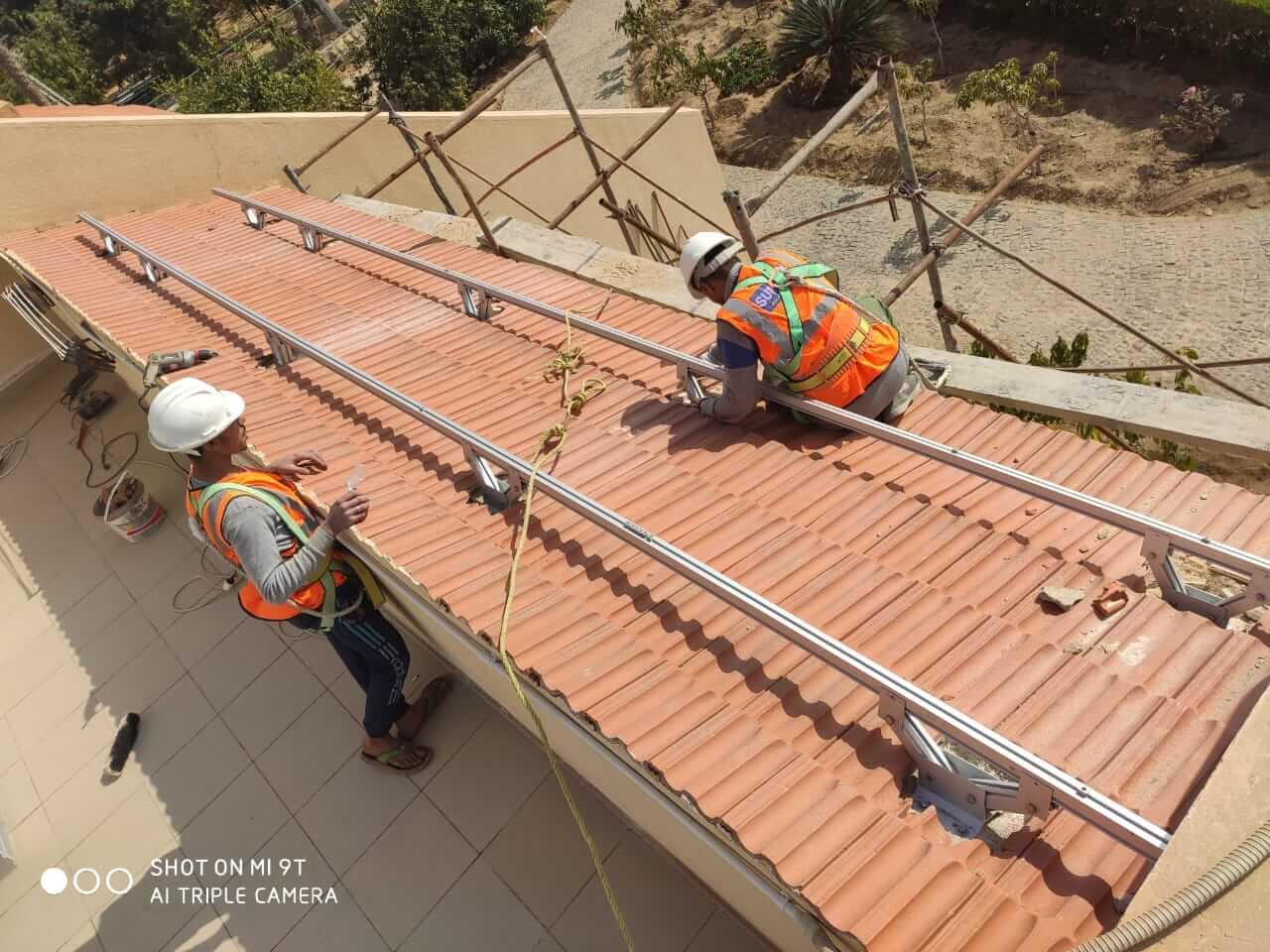 تنفيذ انظمة طاقة شمسية للشركات